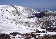 雪解け進む蔵王火口湖、雪解け模様
